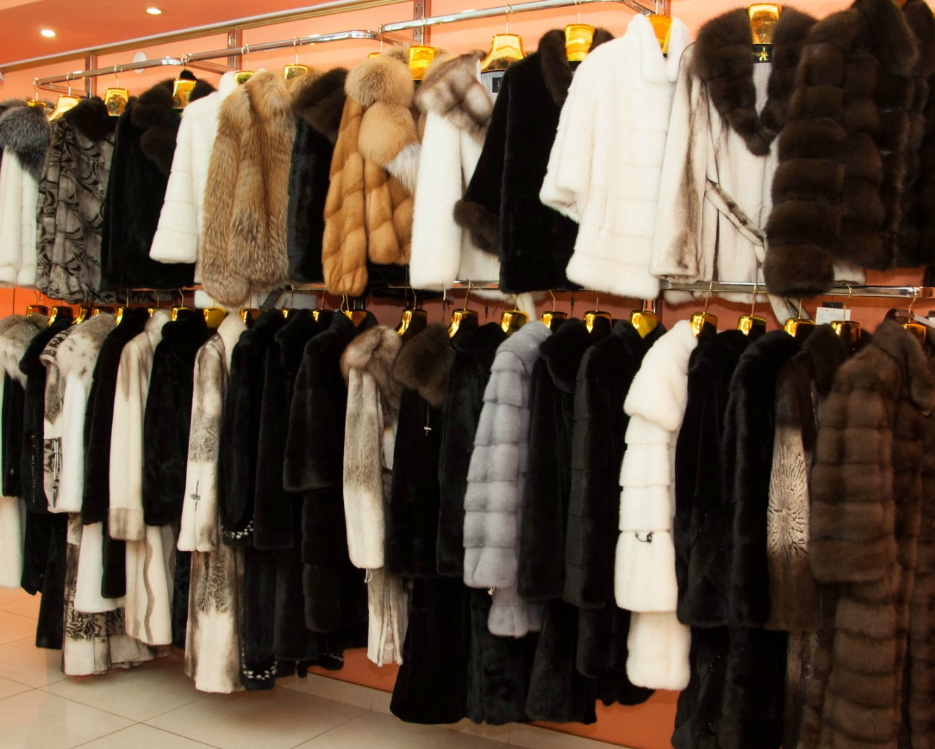 Московская Меховая Компания: Распродажа верхней одежды